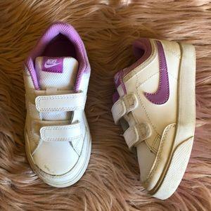 Nike toddler girl Sneaker 9c